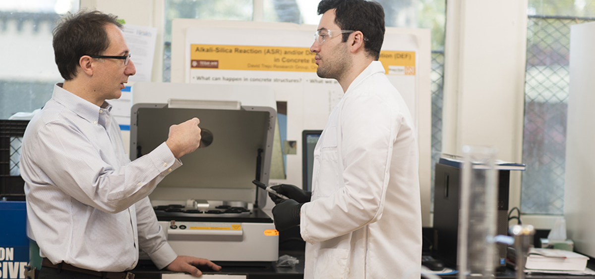 Faculty member and student discuss research in lab.