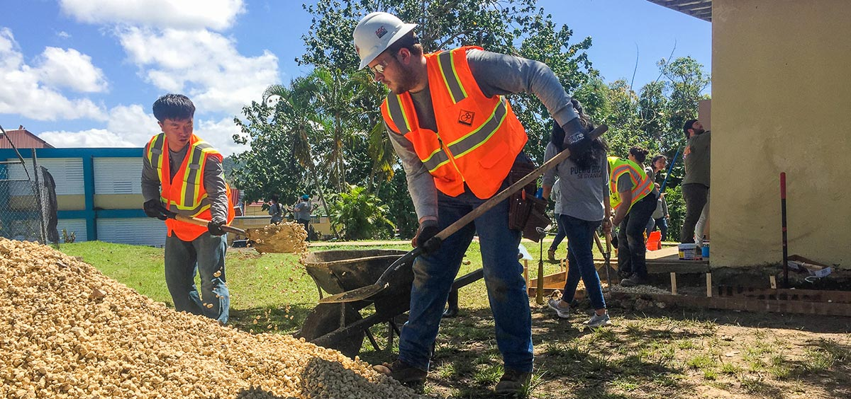Students work on service learning project in Puerto Rico